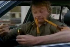 """Kadr z filmu """"10 narkotyków, których nie powinieneś brać przed jazdą samochodem"""""""