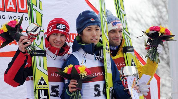 Kamil Stoch na podium w Sapporo /AFP