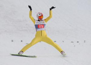 Kamil Stoch zadowolony po udanym skoku /AFP