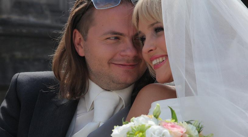 """Kasia Gosztyła (Gracja Niedźwiedź) i Bartek Orłow (Bogusław Kudłek) powiedzą sobie """"tak"""" /Agencja W. Impact"""