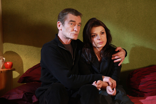 Kiedy Stefan i Kasia składają sobie życzenia świąteczne, mogą myśleć tylko o tej której już nie ma /Agencja W. Impact