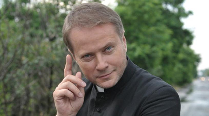 Ksiądz Mateusz zna się na ludziach /Agencja W. Impact