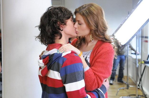 Kuba i Gośka mieli już okazję się całować w 49. odcinku serialu /Agencja W. Impact