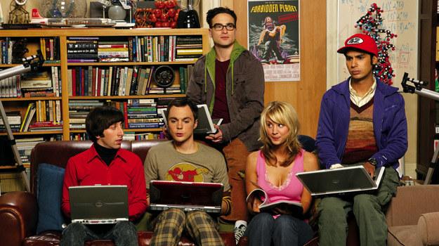 Leonard,  Sheldon, Howard i Raj oraz Penny /materiały prasowe