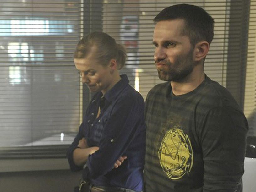 Maciej Wolski (Marcin Bosak) oraz Ada Mielcarz (Justyna Schneider) są zdeterminowani, by rozbić gang handlarzy lekami /Baranowski /AKPA