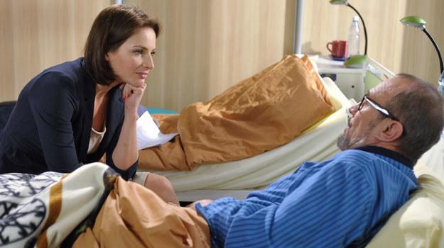 Magda uświadomiła sobie, jak bardzo kocha męża. Czy profesor wybaczy jej zdradę i gdy wyzdrowieje, wrócą razem do domu? /Agencja W. Impact