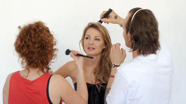 Małgorzata Socha podczas przygotowań do sesji /Agencja W. Impact