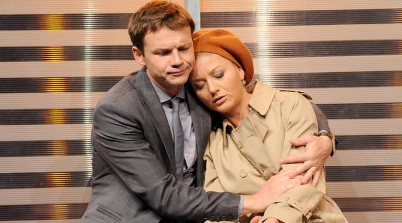 """Marina (Edyta Olszówka) i Aleksiej (Lesław Żurek) w spektaklu """"Wariatka"""" /Agencja W. Impact"""