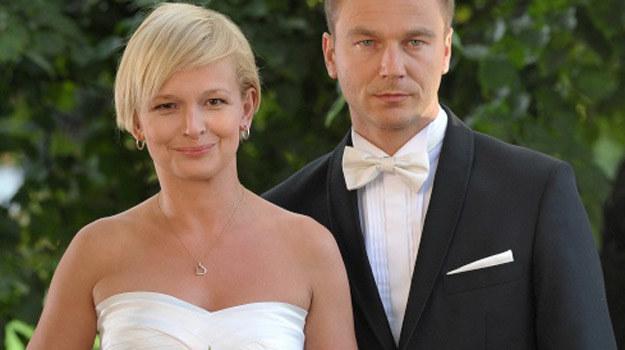Marta (Dominika Ostałowska) wierzy, że będzie szczęśliwa z Andrzejem Budzyńskim (Krystian Wieczorek) /Agencja W. Impact