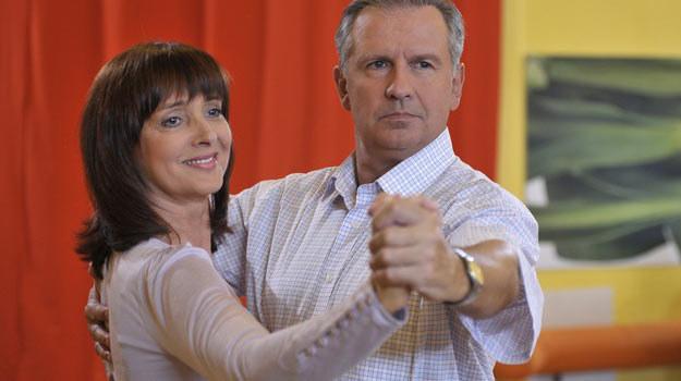 - Mój bohater spotkał na kursie tańca nieśmiałą panią o imieniu Łucja - tłumaczy doktor Lubicz /AKPA