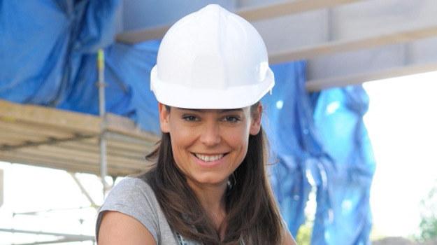 Monika Milewska (Anna Mucha) jako... asystentka kierownika budowy /Agencja W. Impact