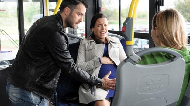 Monika wyda na świat syna Wiktora (Filip Bobek), Konstancja zaś urodzi Różę (Małgorzata Socha). /Agencja W. Impact
