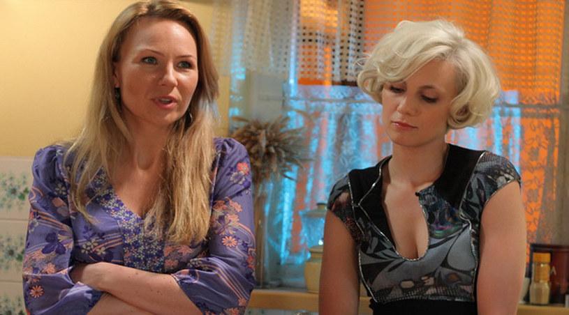 Monika Zięba (Sylwia Gliwa) i Żaneta (Anna Guzik) - rywalki w walce o serce Damiana /Agencja W. Impact