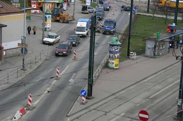 My, polscy kierowcy, mamy idiotyczne manie. Pierwszy z brzegu przykład: jeździmy na pamięć