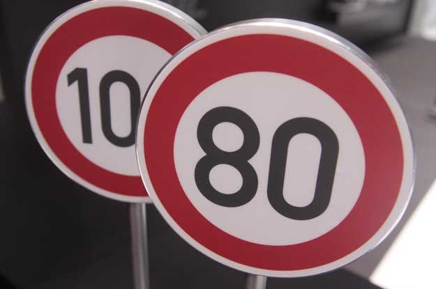 Nie lubię nadmiernych prędkości... w zabudowanym do 60 km/h, poza 80 do 90 km/h
