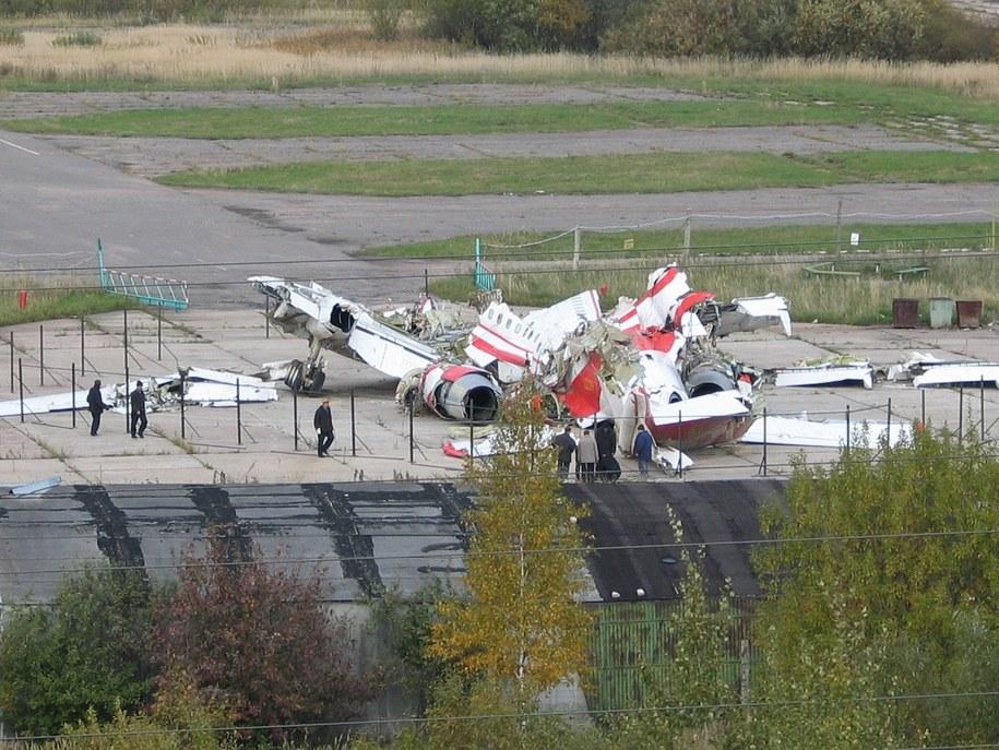 Niezabezpieczony tupolew na płycie lotniska /Przemysław Marzec /RMF FM