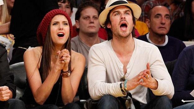 Nina i Ian świetnie potrafią podgrzać atmosferę! Co rusz pokazują się razem, ściskają, obejmują. /AFP