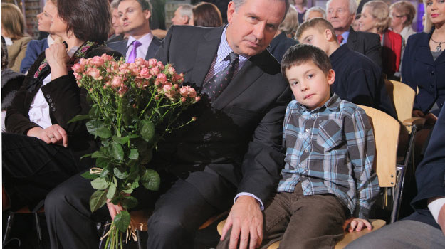 Pawełek (Szymon Kanownik) może o wszystkim porozmawiać z ojcem (Tomasz Stockinger) /Agencja W. Impact