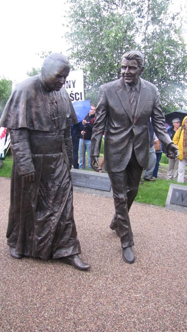 Pomnik Jana Pawła II i Ronalda Reagana /Kuba Kaługa /RMF FM