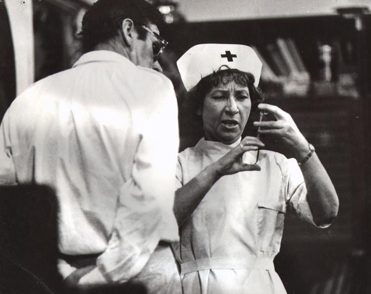 """Postać pielęgniarki, którą Kwiatkowska zagrała w  """"Dzięciole"""", stała się wzorem dla Kobiety Pracującej z """"Czterdziestolatka"""" /Fot. Muzeum Kinematografii w Łodzi /"""