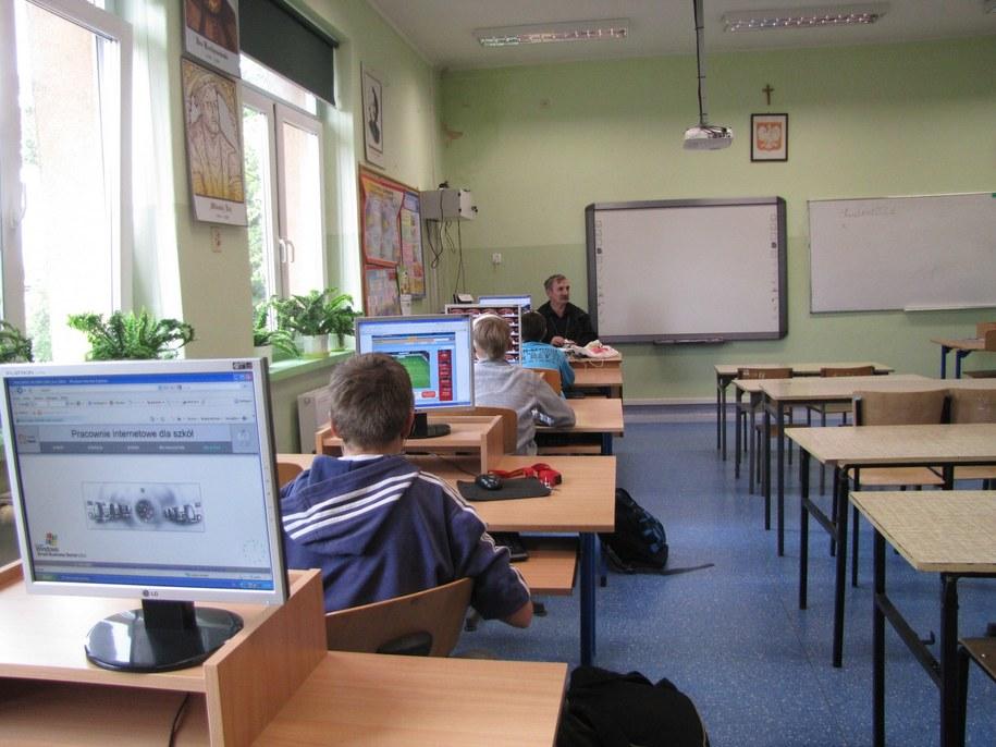 Pracowna informatyczna w szkole w Lipinach /Agnieszka Wyderka /RMF FM