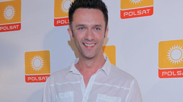 Prywatnie Łukasz Płoszajski to całkowite przeciwieństwo serialowego Artura. Aktor od 2008 roku /Agencja W. Impact