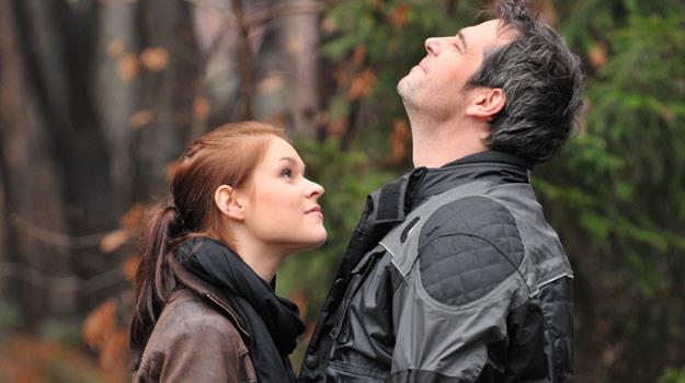 Przystojny dojrzały mężczyzna (Paweł Deląg) zrobił wrażenie na Natalii (Malwina Buss).