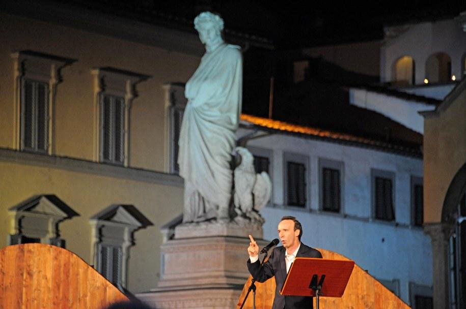 """Roberto Benigni podczas recytowania """"Boskiej Komedii"""" /MAURIZIO DEGL' INNOCENTI /PAP/EPA"""
