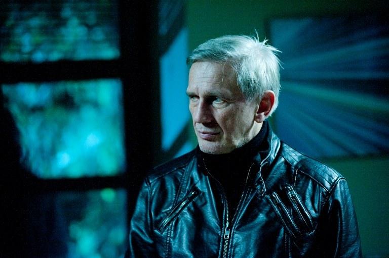 Rylski (Jan Englert) od lat jest na bakier z prawem. /TVN /materiały prasowe