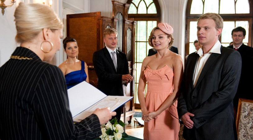 Ślub Zuzy to niezwykła chwila także dla fanów serialu /Agencja W. Impact