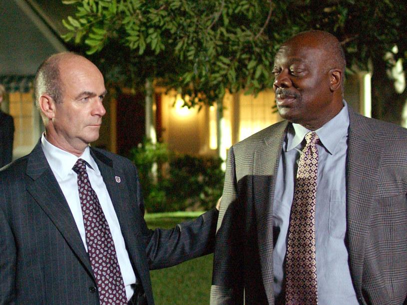 Thom Barry (po prawej) zamknął kolejną sprawę. /TVN