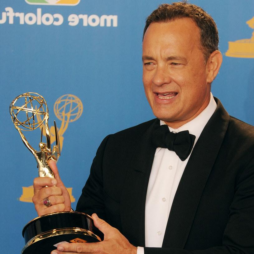"""Tom Hanks odbiera Emmy za """"Pacyfik"""" /AFP"""