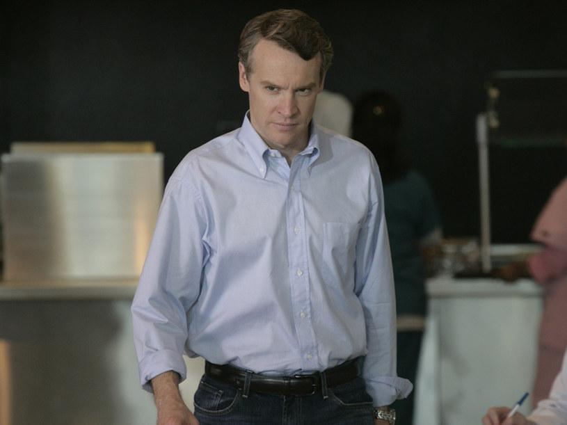 Tom Shayes (Tate Donovan) stara się postępować etycznie. /Polsat
