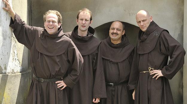 Uczestnicy klasztornego kursu (Marcin Perchuć, Rafał Rutkowski, Adam Krawczuk i Maciej Wierzbicki) wyglądają jak prawdziwi braciszkowie. /AKPA
