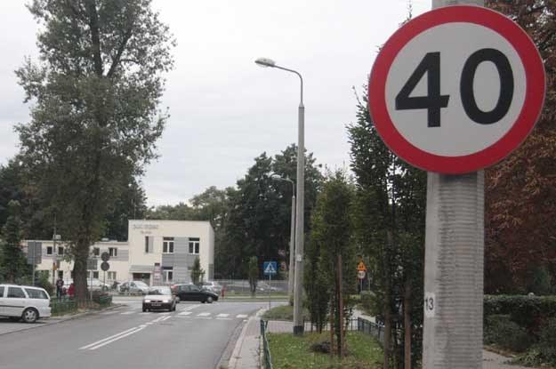 Uwaga, mogą gdzieś tu stać z radarem /poboczem.pl