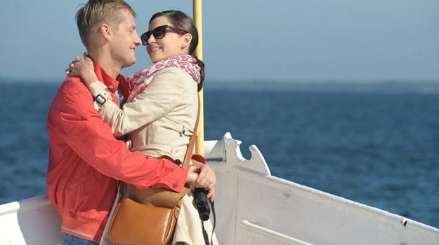 """W serialu """"M jak miłóść"""" Asia (Agnieszka Więdłocha) i Paweł (Rafał Mroczek) tworzą szczęśliwą parę /Agencja W. Impact"""