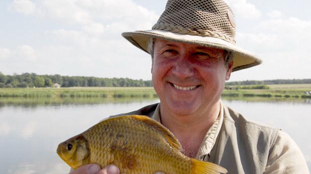 - Zawsze powtarzam, że nie idę po ryby, tylko na ryby - nieważne, czy coś złowię, bo najważniejszy jest ten czas spędzony sam na sam ze sobą - mówi aktor /Agencja W. Impact