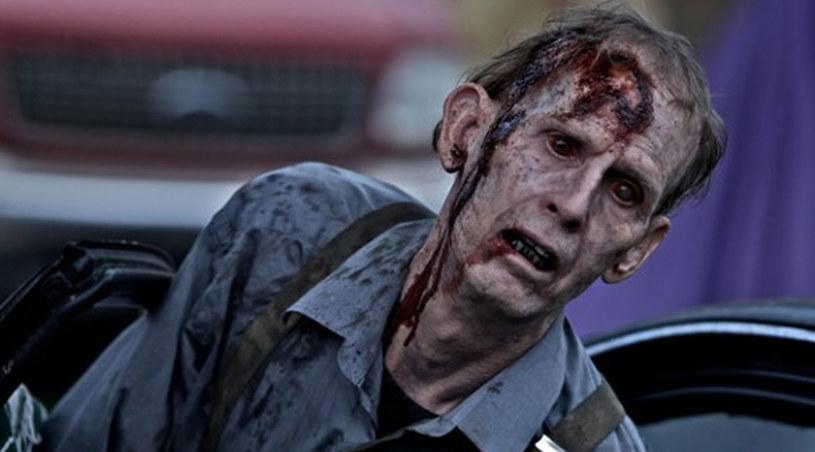 Zombie - jak widać na tym zdjęciu - także zastanawia się dlaczego 1. odcinek był krótszy /materiały prasowe