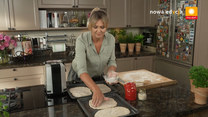 """""""Ewa gotuje"""": Odcinek na zimowe chłody – zupa fasolowa, podpłomyk z mielonym, syrop z czosnku i miodu oraz tarta z gruszkami"""