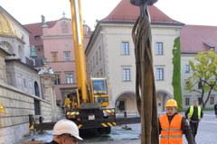 """""""Jan Paweł II"""" zawisł w Wieży Srebrnych Dzwonów Katedry Wawelskiej"""