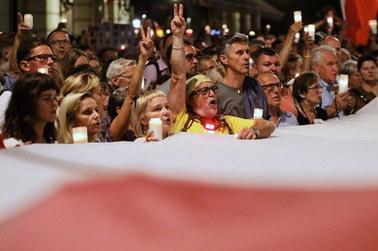 """""""Jeżeli nie wyjdziemy na ulice, to jest po sprawie"""". Polacy protestowali przeciwko zmianom w sądach"""