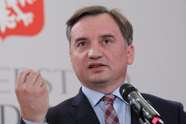"""""""Koalicja nie rozbiła się o futerka"""". Długa lista pretensji PiS do Ziobry"""