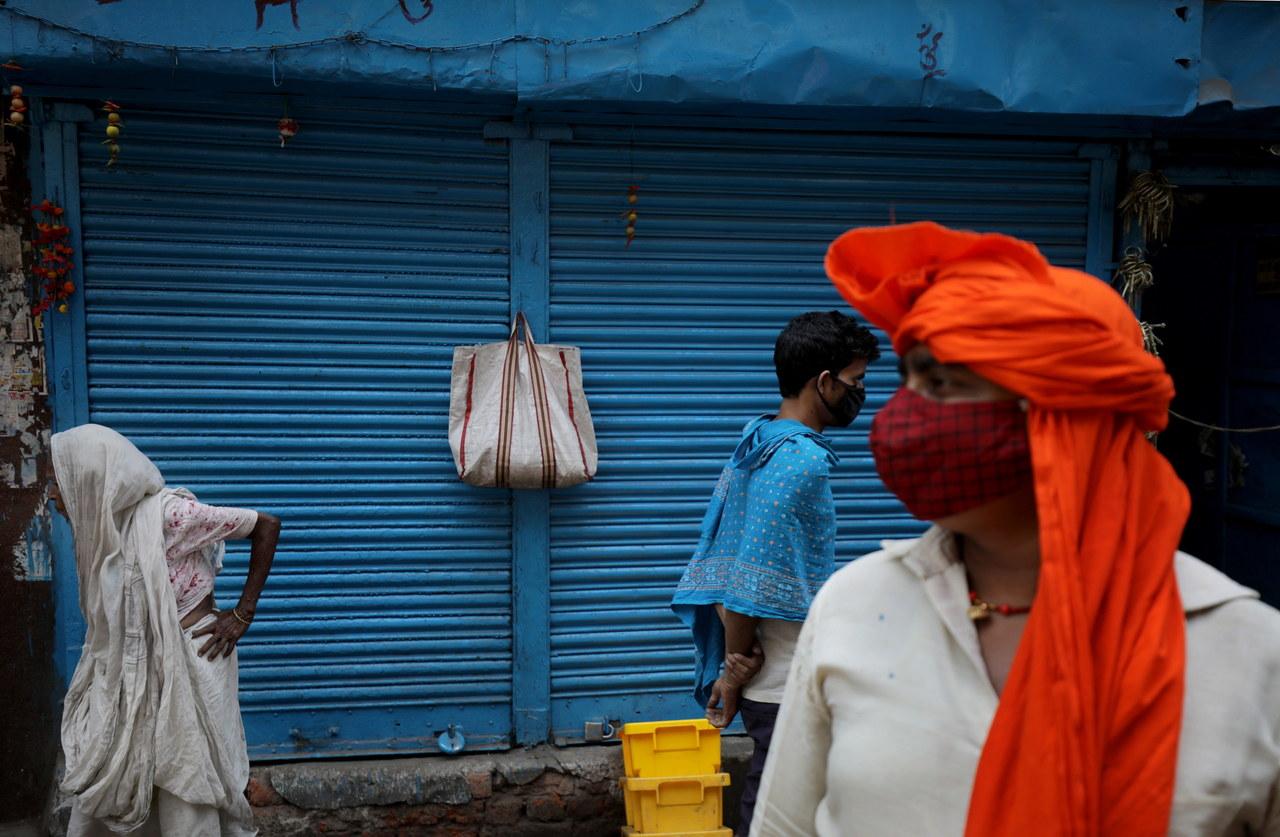 """""""Nie straszmy ludzi"""". Ekspert o indyjskim wariancie koronawirusa"""