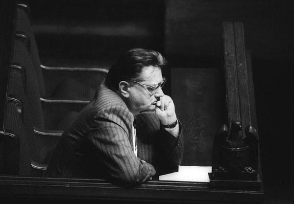 Premier Jan Olszewski w ławie rządowej w Sejmie, 04.06.1992