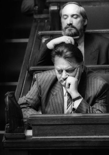 Premier Jan Olszewski i szef MSW Antoni Macierewicz w Sejmie, 04.06.1992