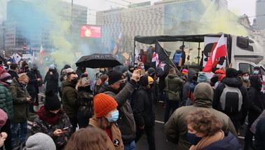 """""""Obalamy rząd!"""". Protest Strajku Kobiet i przedsiębiorców w Warszawie"""