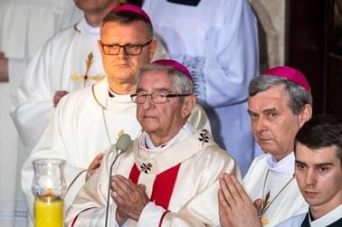 """""""Przestroga dla innych biskupów"""". Komentarze po decyzji Watykanu ws. abpa Głódzia"""