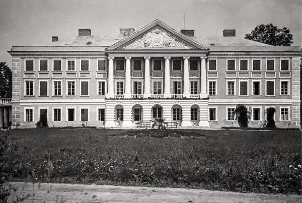 Bursztyn - pałac. Widok zewnętrzny