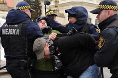 """""""Solidarni 2010"""" usunięci sprzed Pałacu Prezydenckiego"""
