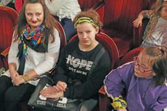 """""""To był piękny spektakl"""". Dzieciaki z Inowrocławia w teatrze Baj Pomorski"""